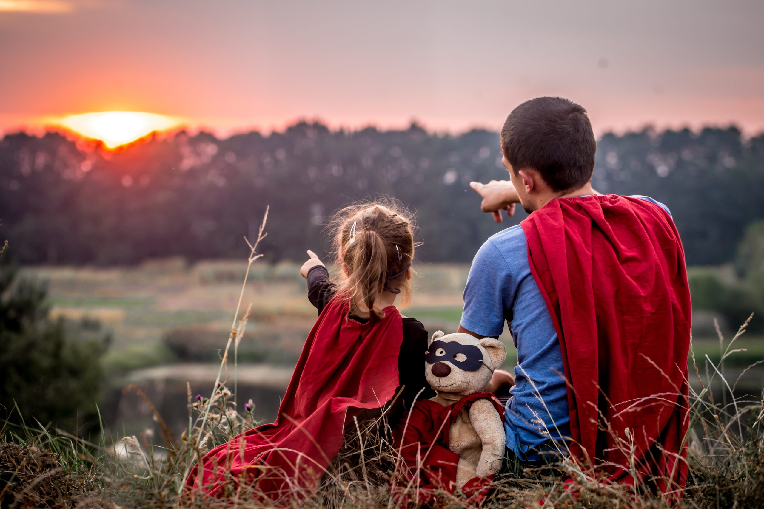 Johann Wolfgang von Goethe - citate little girl with dad dressed in super heroes, happy loving family