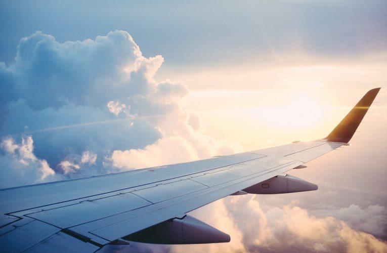 """""""Când totul pare să meargă împotriva ta, amintește-ți că avionul decolează împotriva vântului, nu cu el."""" – Henry Ford"""